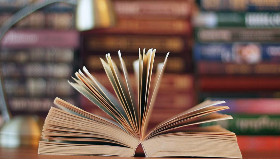 Presiona esta imagen de un libro abierto para ver el video