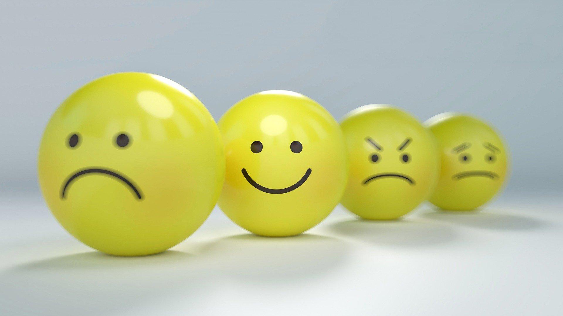 imagen de emoji con diferentes expresiones clasicas